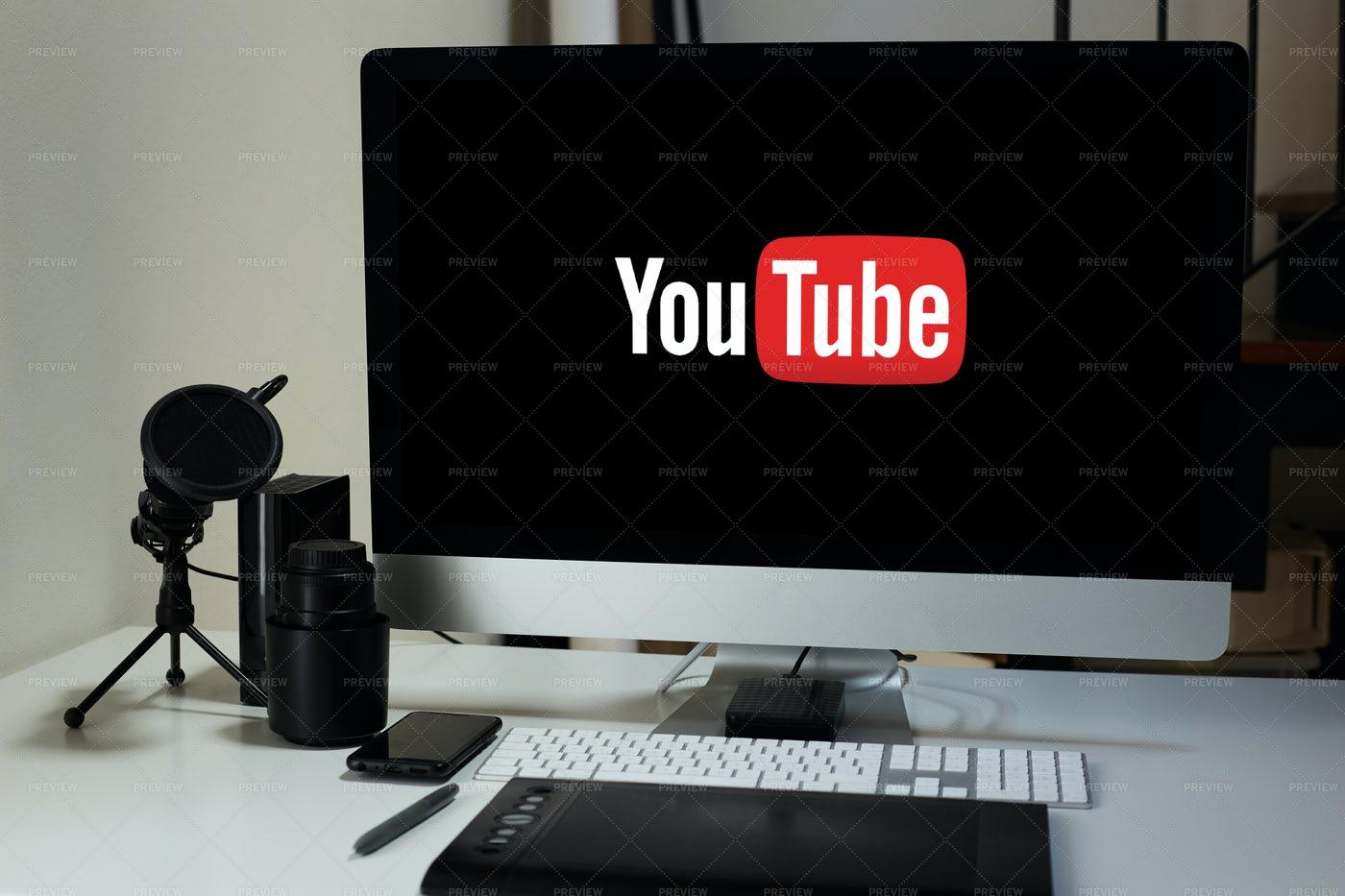 Screen Computer Displaying Youtube: Stock Photos