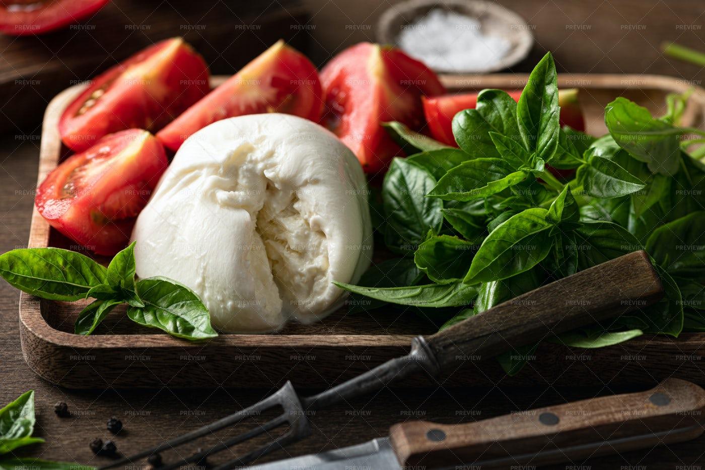 Burrata Cheese And Tomatoes: Stock Photos