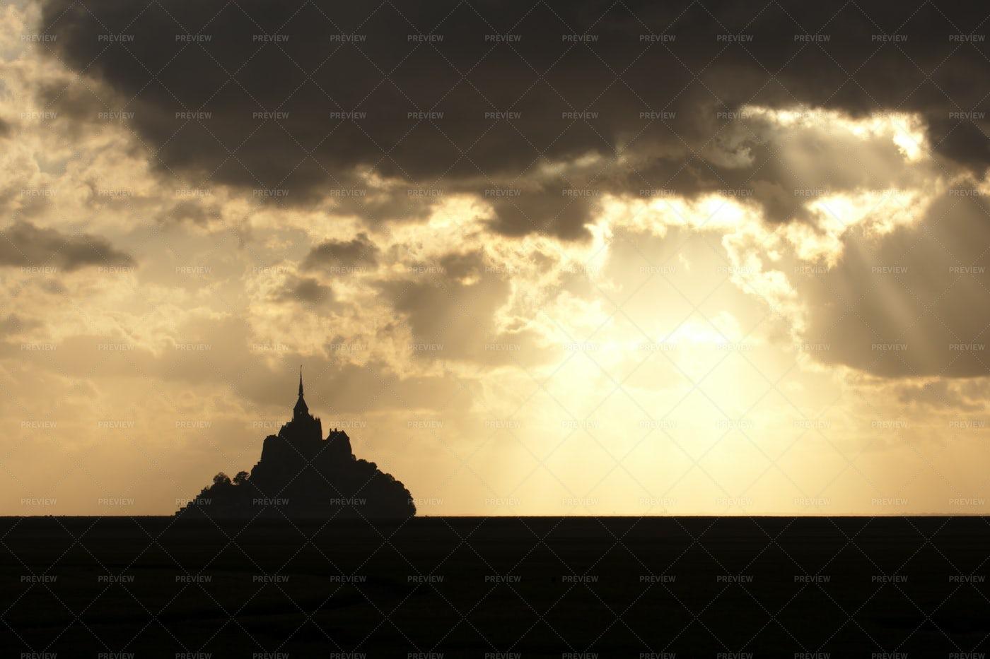 Sunrise Over Mont Saint Michel: Stock Photos