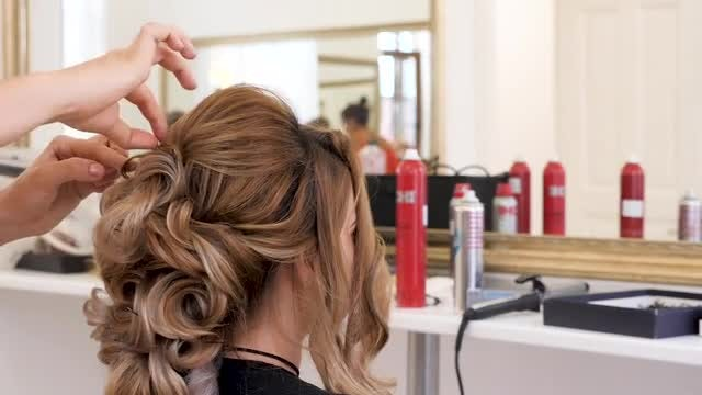 Styling Hair: Stock Video