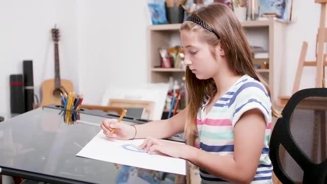 Girl Drawing: Stock Video