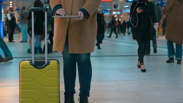 Using Tablet At Airport: Stock Video
