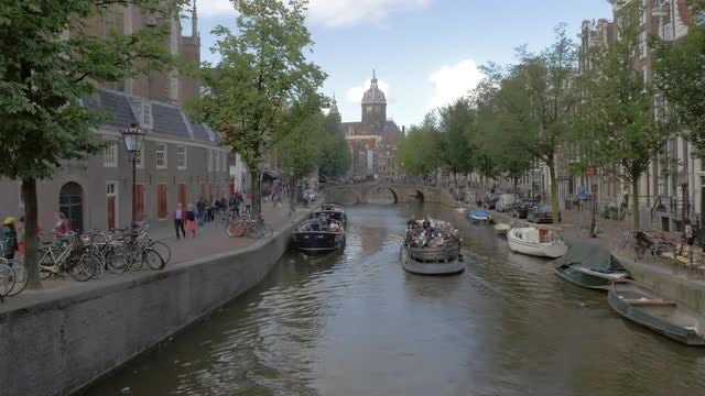 Canal In Amsterdam: Stock Video