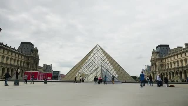 Louvre Museum Hyperlapse: Stock Video