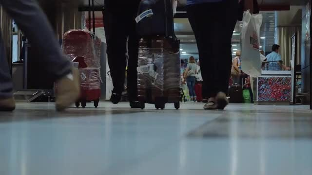 People with Luggage: Stock Video