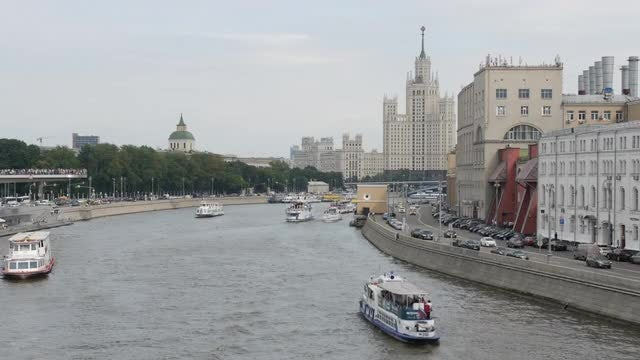 Wide-angle Shot Of Moskva River : Stock Video