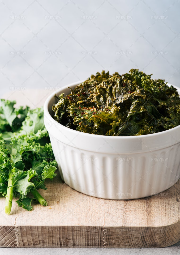 Healthy Kale Chips: Stock Photos