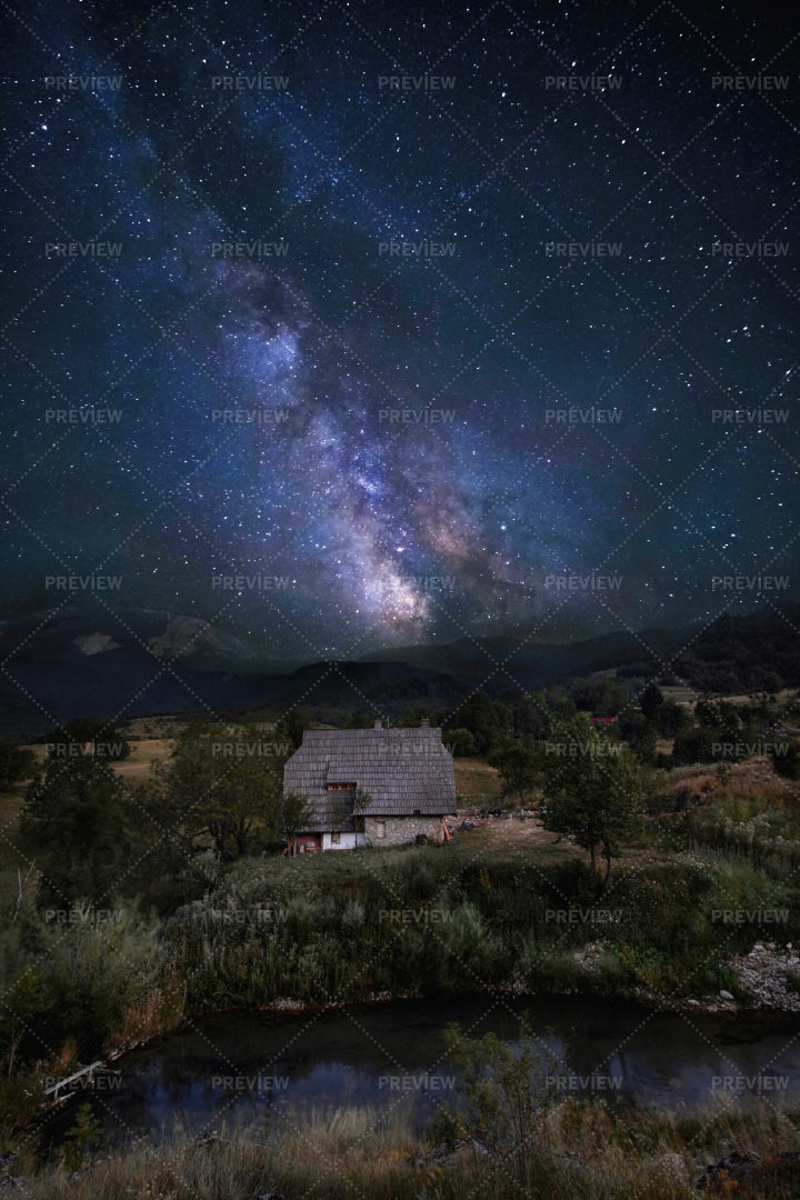 The Milky Way Above A Farmhouse: Stock Photos