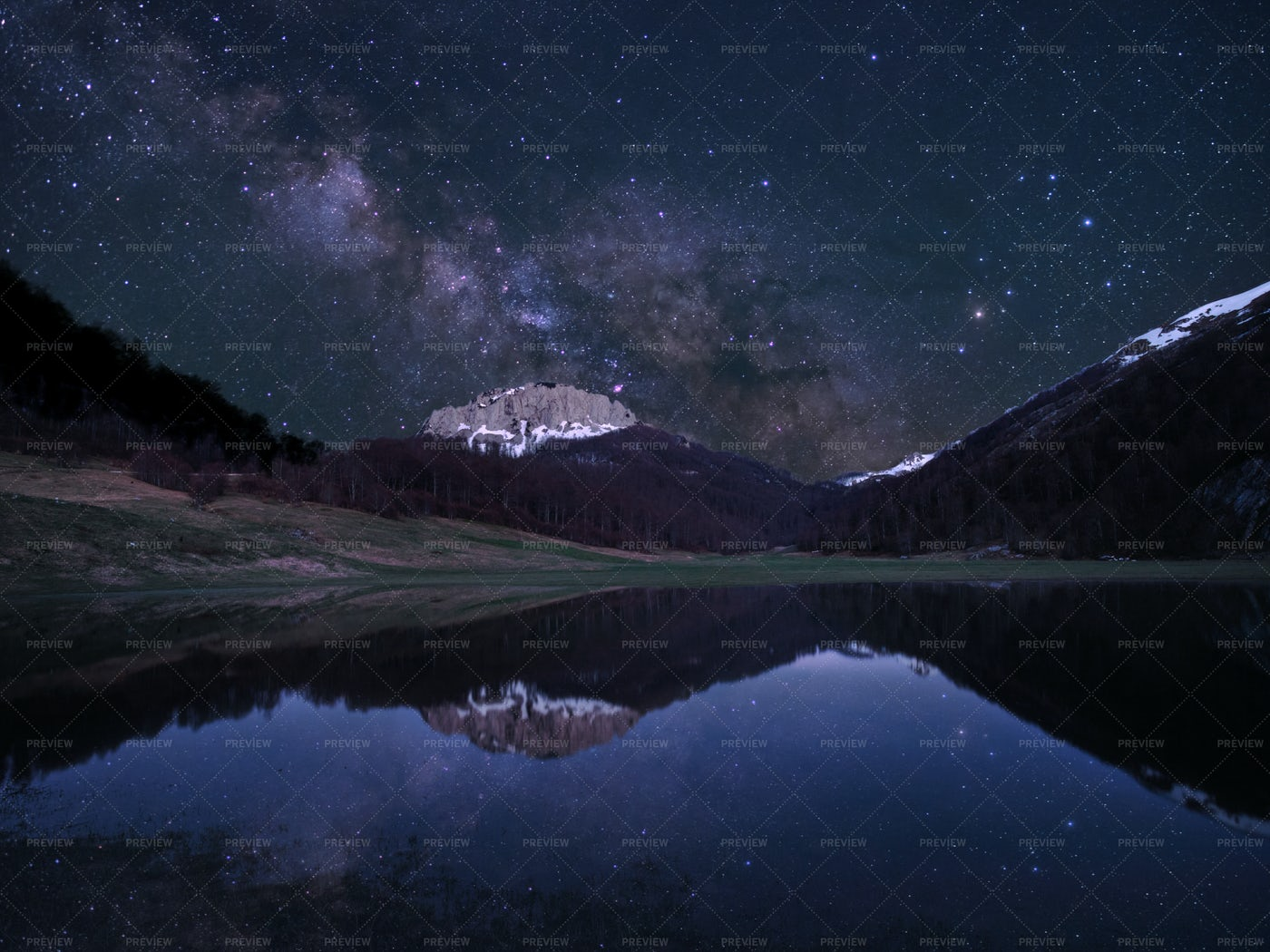 The Milky Way And The Lake: Stock Photos