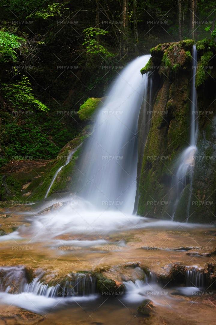 Mountain Waterfall: Stock Photos