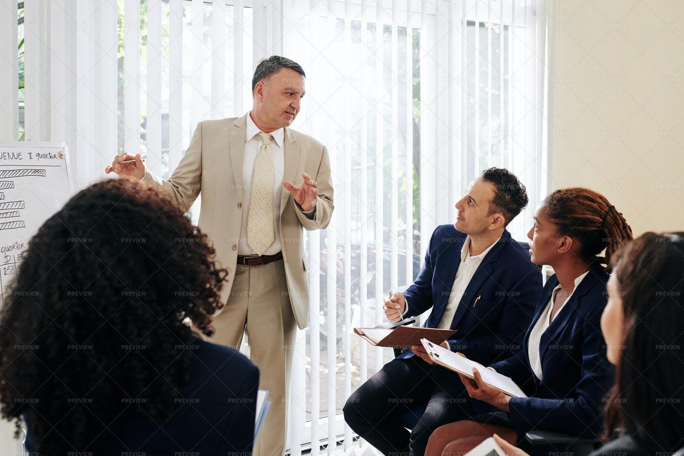Entrerpreneur Talking To Colleagues: Stock Photos