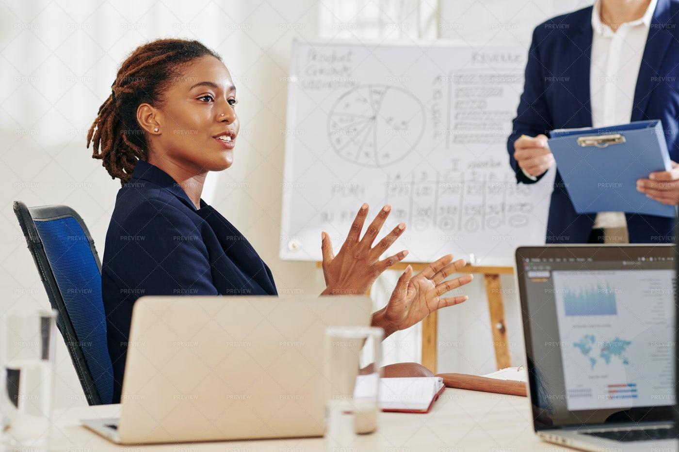 Businesswoman Explaining To A Colleague: Stock Photos