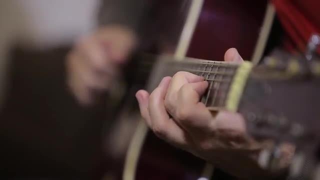 Man Playing Guitar : Stock Video