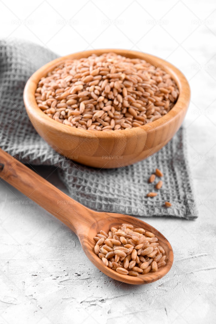Wholegrain Cereal Spelt Farro: Stock Photos
