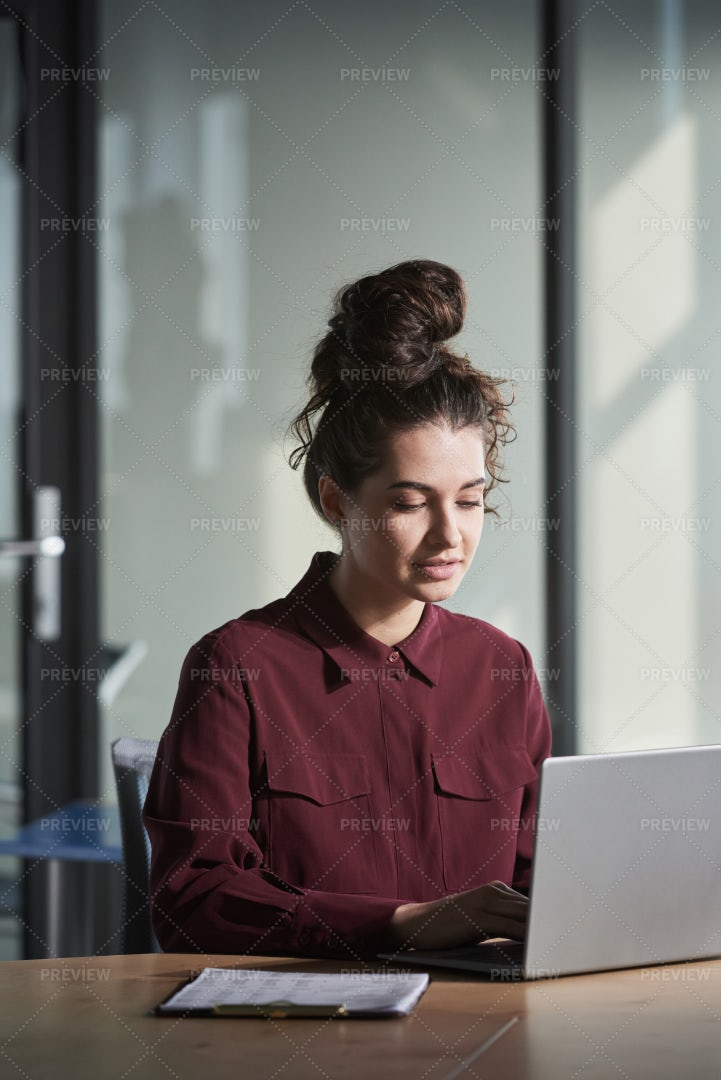 Woman Using Laptop: Stock Photos