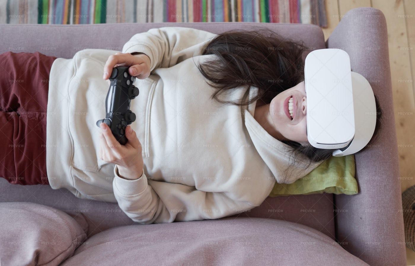 Woman Wearing Virtual Reality Headset: Stock Photos
