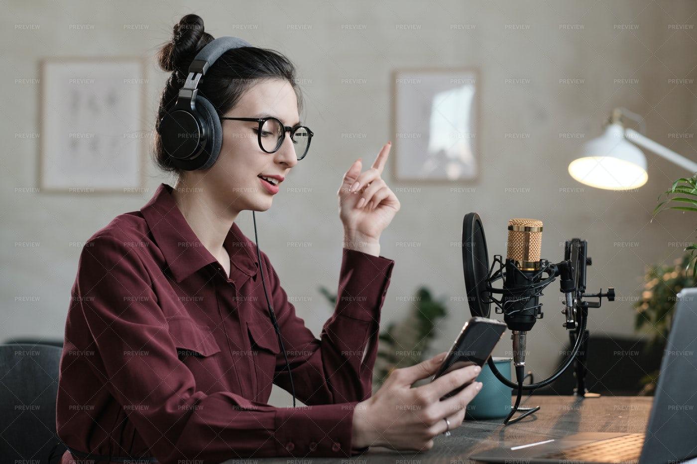 Radio Dj Talking: Stock Photos