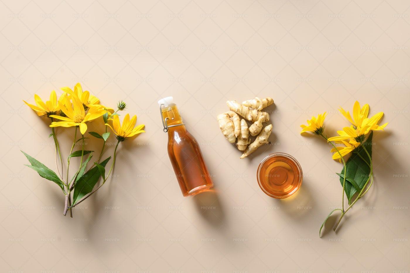 Topinambour Syrup: Stock Photos