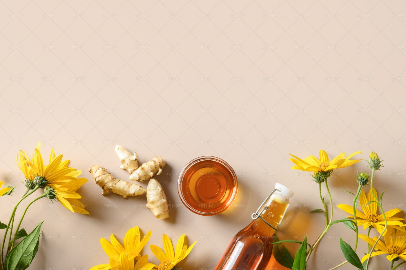Topinambour Syrup , Roots, Flowers: Stock Photos