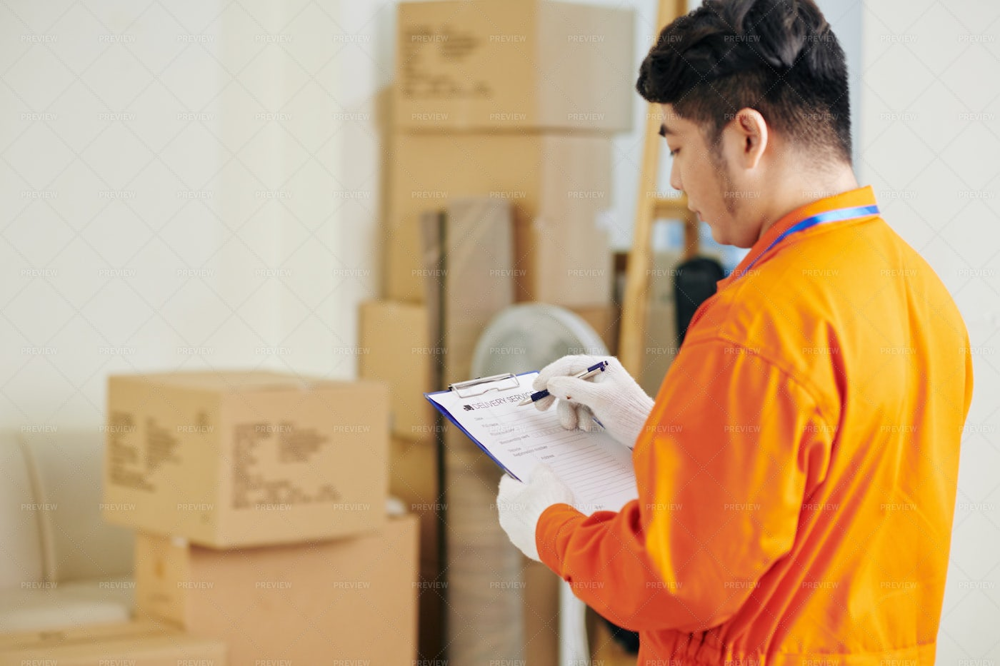 Mover Filling Document: Stock Photos