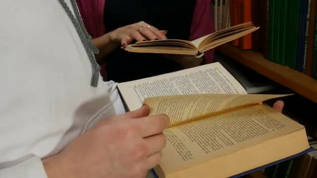 Students Reading Books In Library: Stock Video