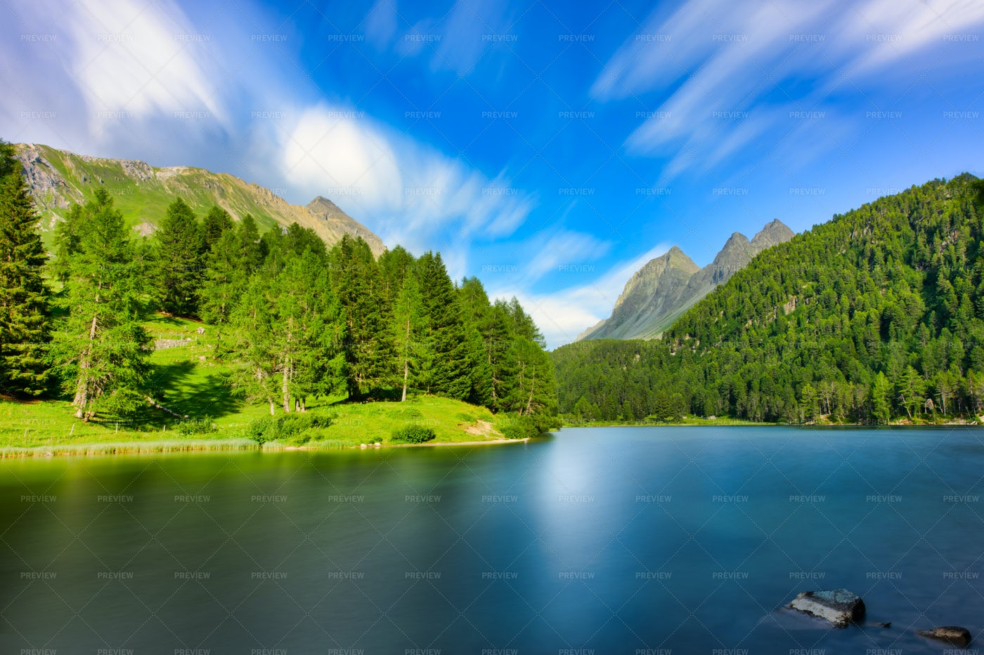 The Alpine Lake: Stock Photos