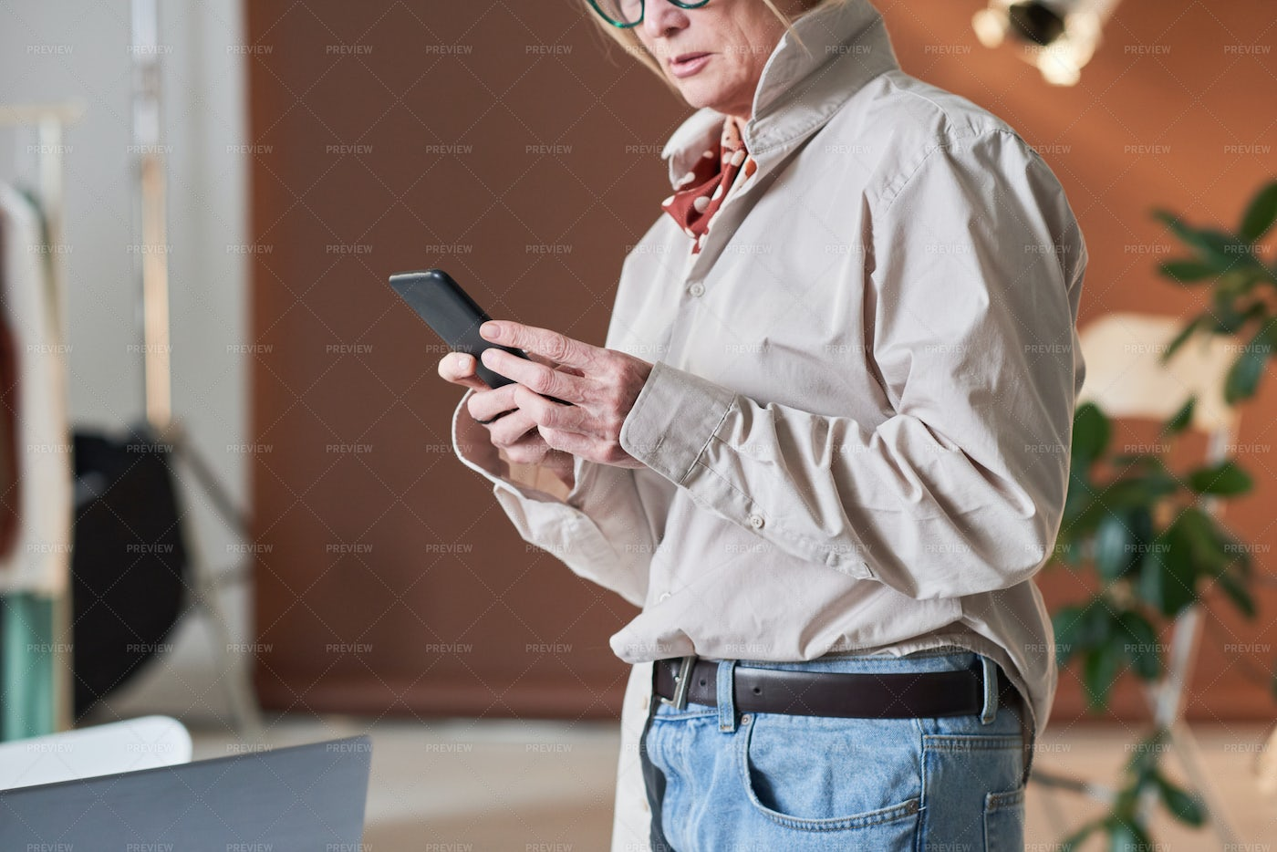 Woman Using Her Phone At The Office: Stock Photos