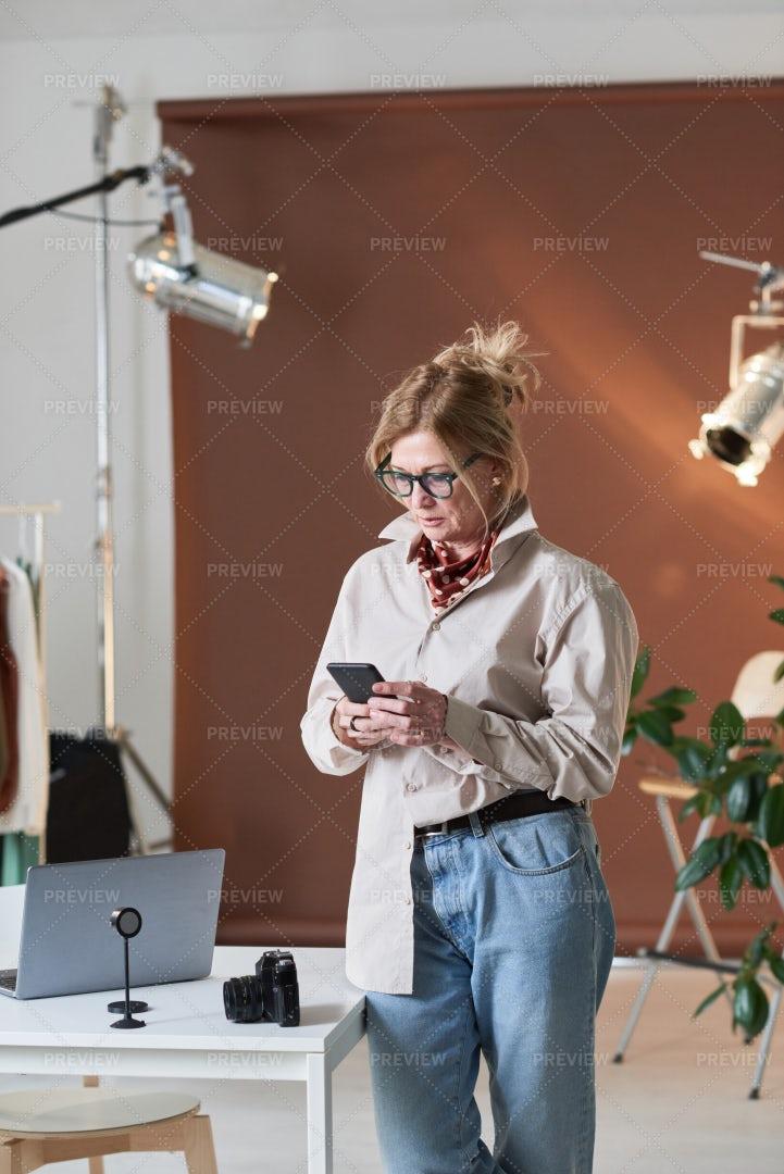 Businesswoman Texting: Stock Photos