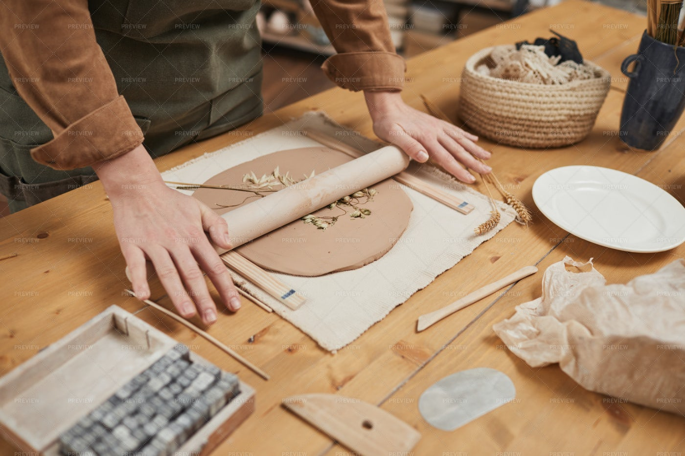 Artist Making Decorated Ceramics: Stock Photos