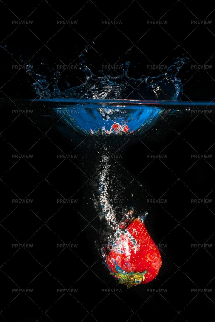 One Strawberry Splashing: Stock Photos