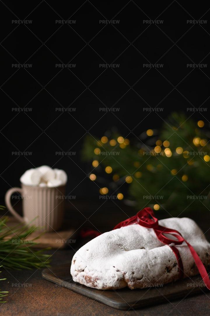 Christmas Stollen: Stock Photos