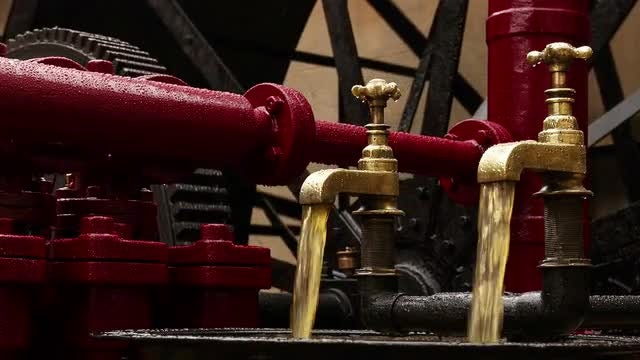 Hydraulic Engine In Motion: Stock Video