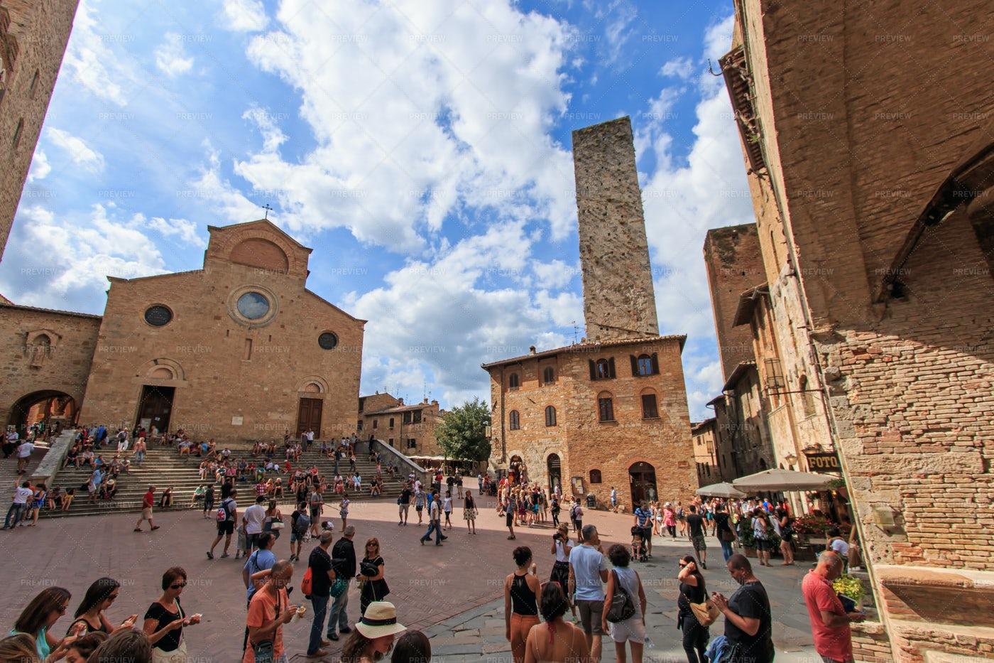 Main Square Of San Gimignano: Stock Photos