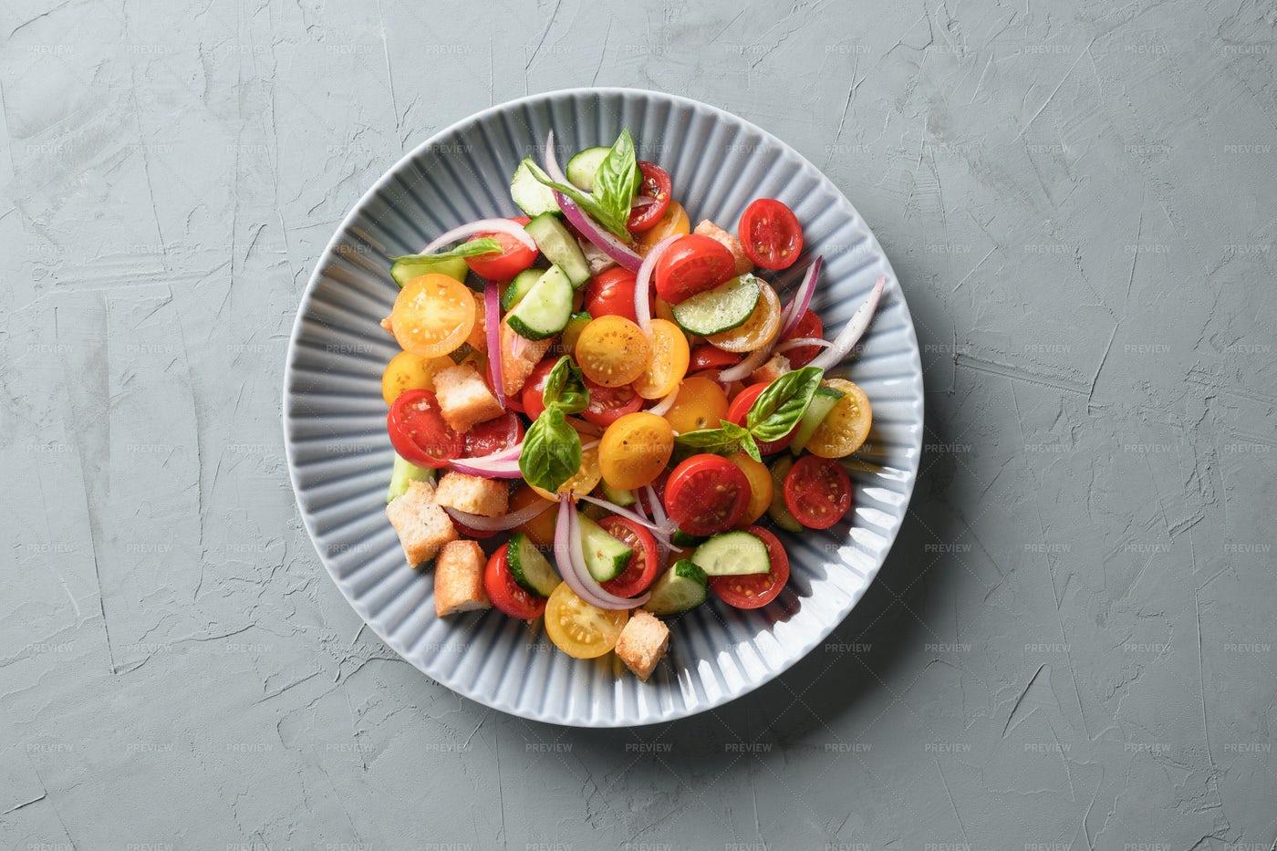 Tuscan Panzanella With Tomatoes: Stock Photos