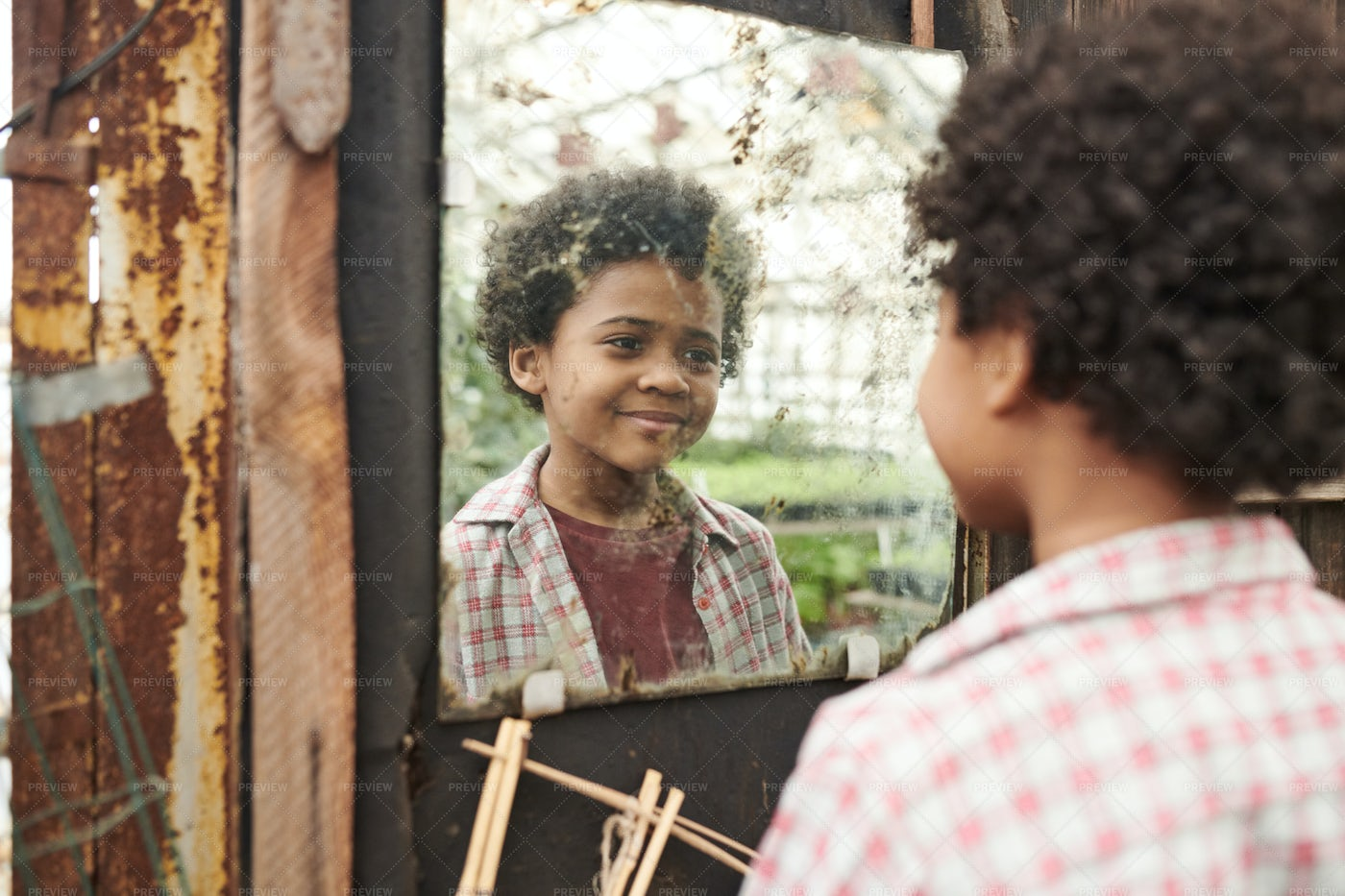 A Kid Looking At The Mirror: Stock Photos