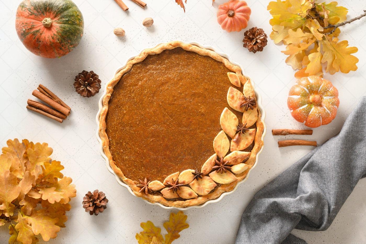 Tasty Autumn Pumpkin Pie: Stock Photos