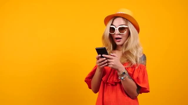 Fancy Woman Using A Smartphone : Stock Video