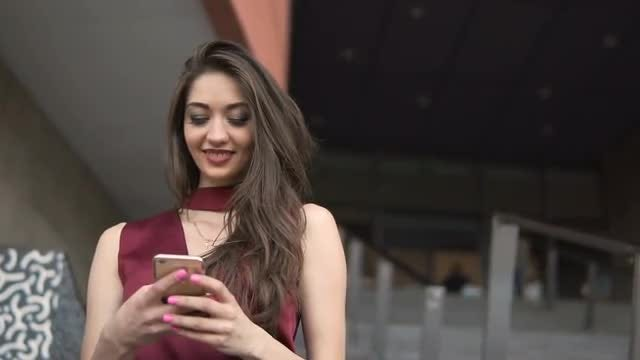Brunette Girl Using Smartphone: Stock Video