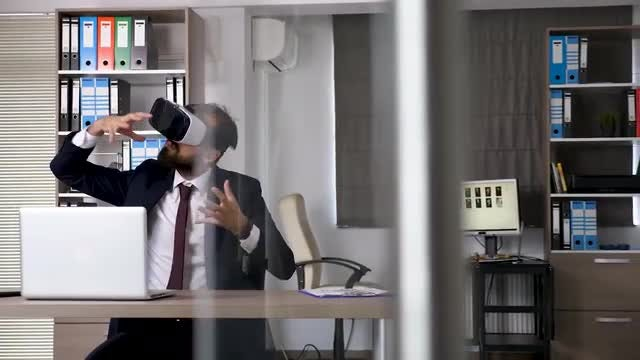 Businessman Tries VR For Orientations: Stock Video