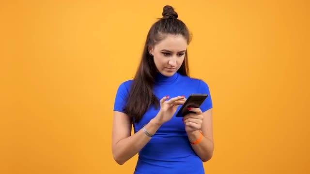 Teen Using Smartphone: Stock Video