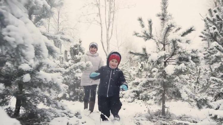 Kids Having Fun In Winter: Stock Video