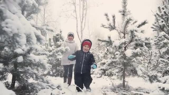 Kids Having Fun In Winter: Stock Video