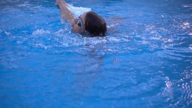 Girl Swimming Freestyle: Stock Video