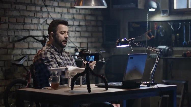 Mechanic Making Tutorial Video: Stock Video