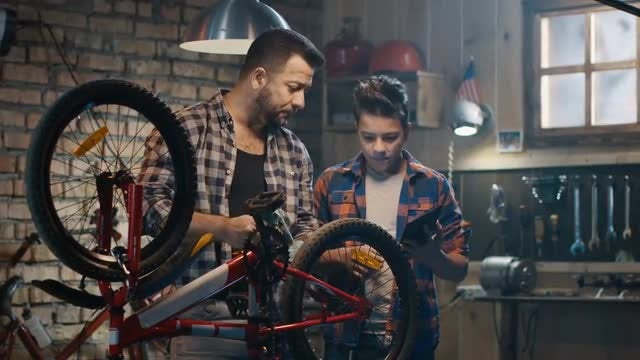 Dad Teaches Son About Bikes: Stock Video