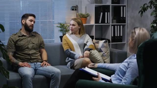 Therapist With Arguing Couple: Stock Video
