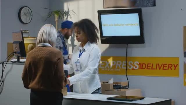 Service Desk: Stock Video