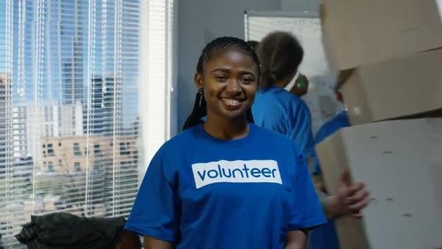 Student Volunteering: Stock Video
