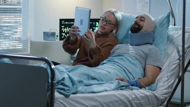 Patient Video Calling: Stock Video