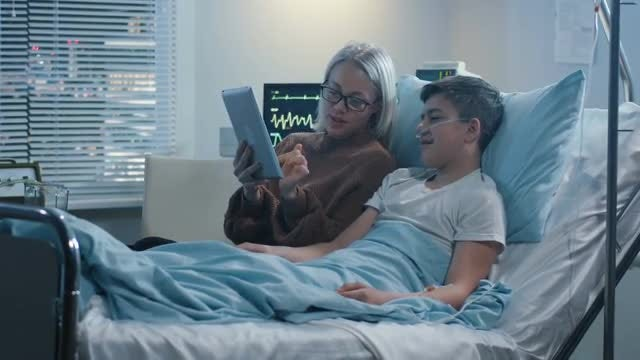 Mother Using Tablet With Son: Stock Video